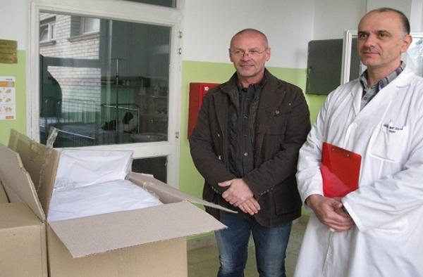 Firma ALKON PRŠIĆ novcem dužnika kupila posteljine i donirala bolnici