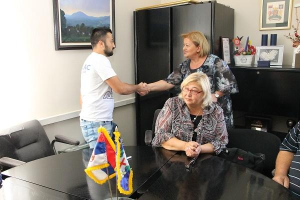 Tri raseljene porodice dobile novi dom