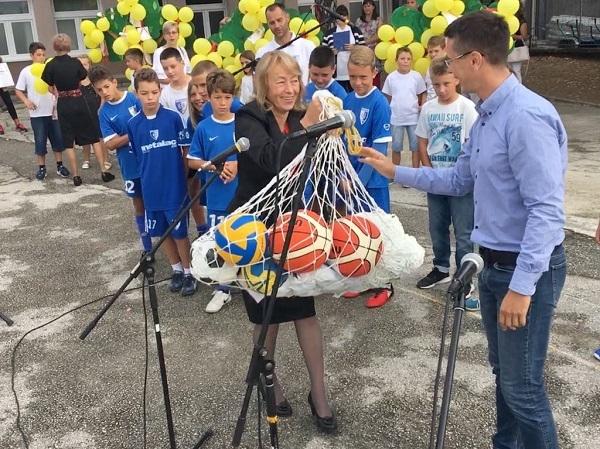 "Akcija FK Metalac ""Izadji napolje i igraj se"" – Sportski rekviziti na dar"