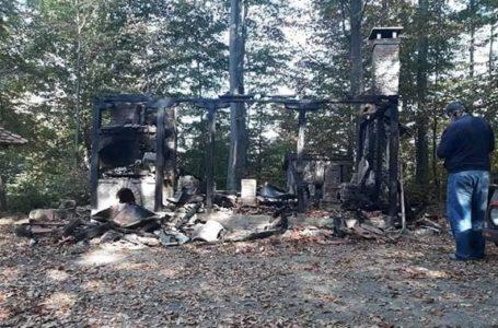 Lovačka kuća Jasika izgorela do temelja