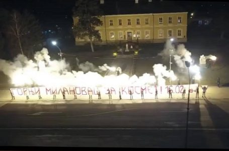 """Paljenjem baklji i vatrometa najavili humanitarni koncert """"Za naše Kosovo i Metohiju"""""""