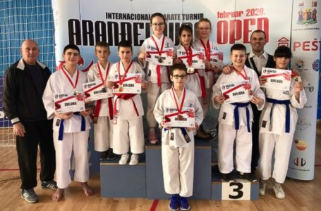 "Karatisti ""Milanovca"" osvojili 9 medalja na turniru ""Aranđelovac open"""