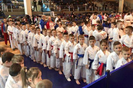 "Karatisti ""Milanovca"" ostvarili odličan rezultat osvojivši 22 medalje"