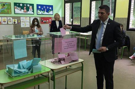 Za njih nema korone; lokalni političari glasali bez zaštite