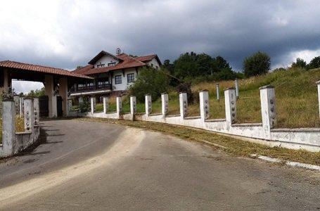 Etno kompleks Koštunići na prodaju (FOTO)