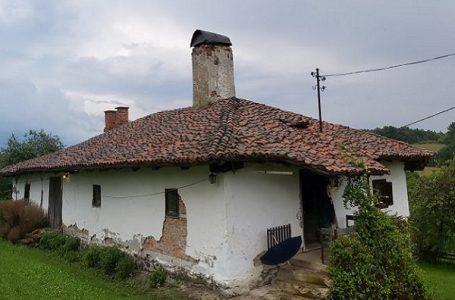 Družetići – Kuća iz 19. veka se urušava iako je pod zaštitom države