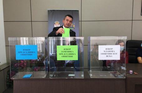 Kovačević ponovo predsednik opštine, opozicija napustila salu pre glasanja