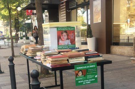 Za Aniku: Mladi Milanovca doniraju knjige, Nikola trči polumaraton, deca prodaju crteže, kokice…