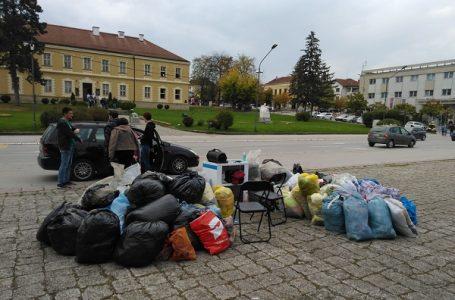 Akcija podele i prikupljanja polovne garderobe